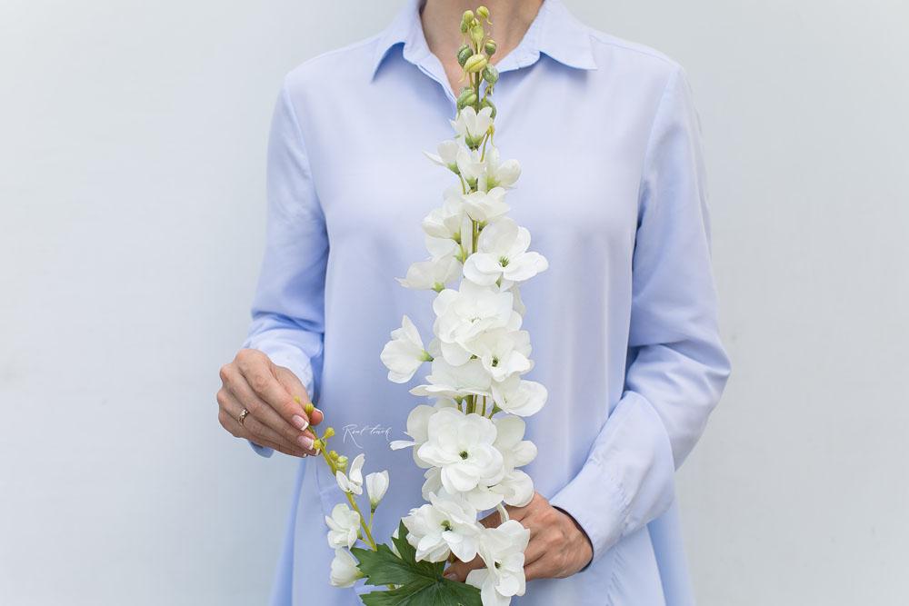 künstliche Rittersporne -Delphinium - in der Farbe weiß